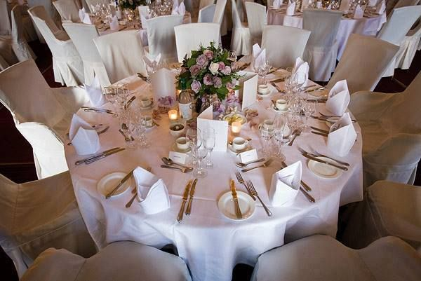 Your wedding rehearsal dinner is a great time to showcase music too! Consider presenting artists such as Frank Sinatra and Jason Mraz to set a welcoming atmosphere.  . . . . .  #wedding #weddingideas #billpencemusic #weddingtips #weddingplanning #weddingplanner #rehearsal #rehearsaldinner #dinner #weddingdecor #dj #weddingdj  Photo Source: https://www.flickr.com/photos/wedding-photography-by-jonathan-day/3533471640/
