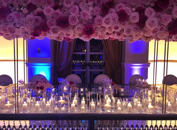 #federicaambrosinifloraldesign #floraldesign #flowers #flower #wedding #weddingday #weddingideas #corsage #davidaustin #roses #englishroses #imperialtable #brideandgroomtable #candles #crystals
