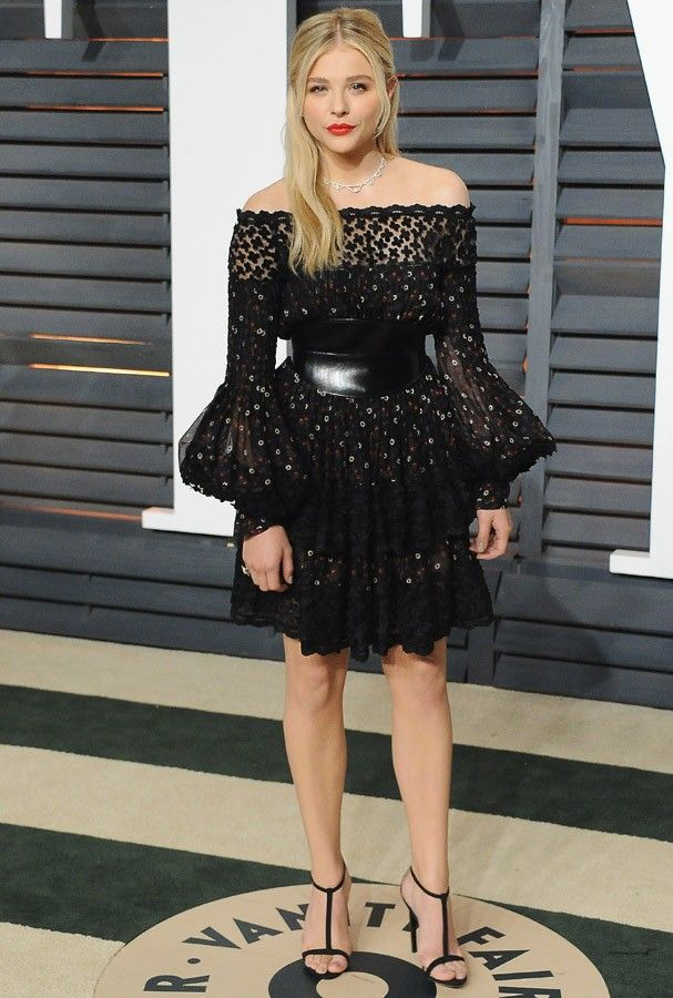 BEVERLY HILLS, CA - FEBRUARY 22:  Actress Chloe Grace Moretz arrives at the 2015 Vanity Fair Oscar Party Hosted By Graydon Carter at Wallis Annenberg Center for the Performing Arts on February 22, 2015 in Beverly Hills, California.  (Photo by Jon Kopaloff (Foto: FilmMagic)