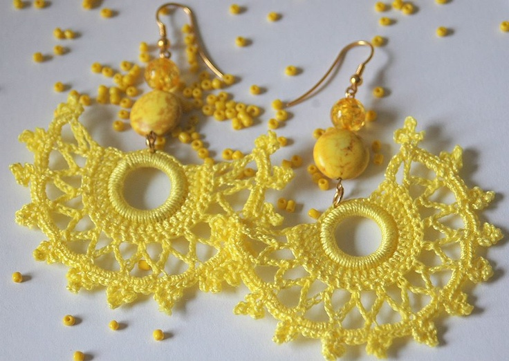 Crochet earrings. In yellow. Crochet jewelry. Pendientes de ganchillo. https://www.facebook.com/accesorioslindapaula