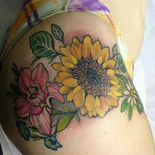 25 best ideas about thigh piece tattoos on pinterest thigh tattoos thigh piece and flower. Black Bedroom Furniture Sets. Home Design Ideas
