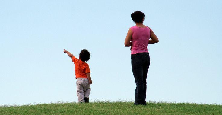 Criar a un niño en una familia monoparental no es peor, pero es más difícil. Aquí algunas claves para hacerlo bien.