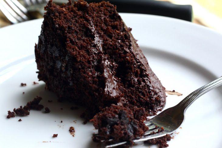 La birra abbinata al cacao in una torta gustosa e soffice. Anche per chi non ama il gusto della birra dovrà ricredersi con questa torta!