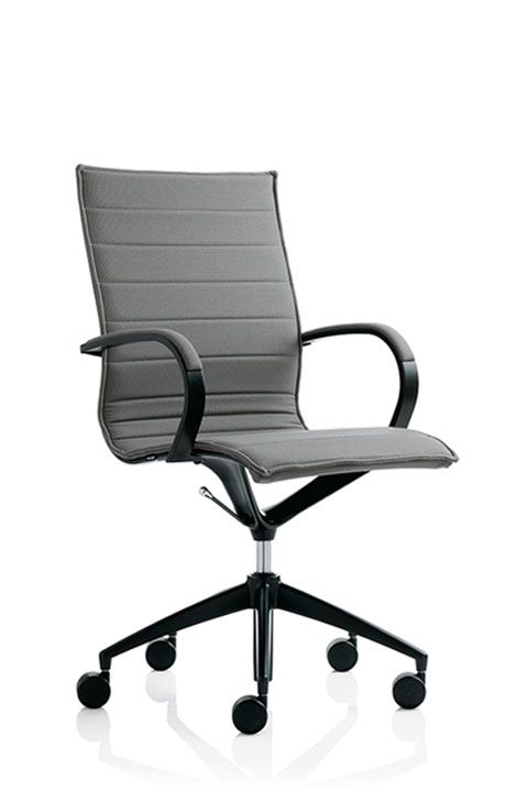 #emmegi #emmegiseating #EM202BASIC #office A detail makes all the difference. A successful combination of light padding and fine upholstery is a value-added feature that adds aesthetic appeal to the Basic version. Chair collction with 3 backrest heights available. Structure is made up of pressure die-cast aluminium lateral and transversal elements united in order to sustain and to keep stretched the elasticized mesh that form the seat. Polished aluminium or black or white lacquer finishes.