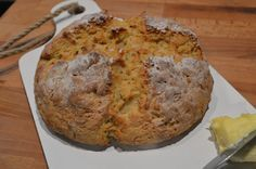 Aardappelbrood hoeft niet te rijzen en kan eigenlijk haast niet mislukken. Ideaal voor de haastige kok die toch zijn/haar eigen brood wil bakken. Nog warm het allerlekkerst.