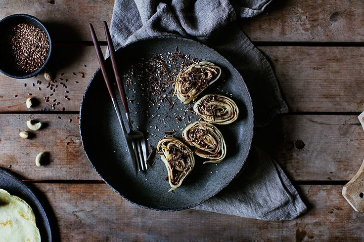 Rolled crepes with chocolate and banana as an emergancy breakfast / Marta Greber