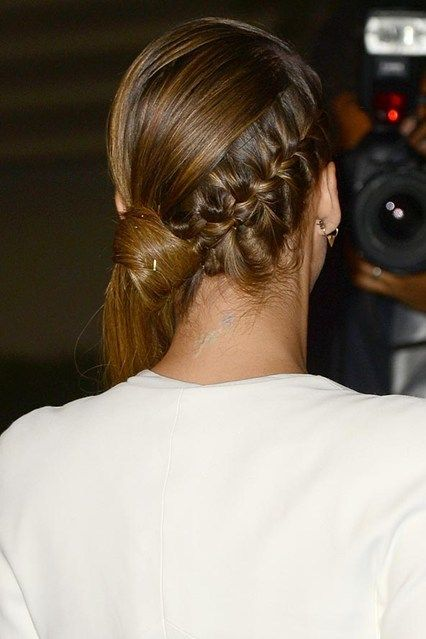 Siete alla ricerca di idee originali per i vostri capelli lunghi? Ecco le code più belle viste sui red carpet e non solo nell'ultimo periodo. Tante idee facili e veloci, con un tocco di eleganza anche per i look e i capelli più esigenti!