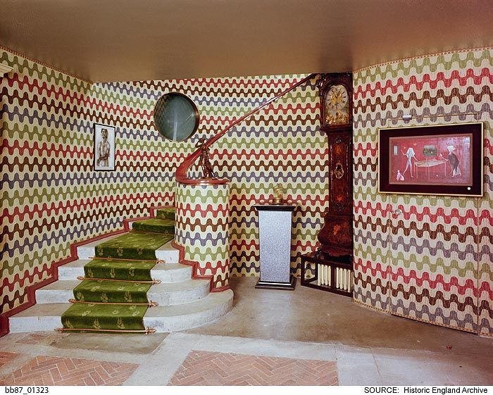 BB87/01323 The staircase, Monkton House, West Dean, West Sussex   Date1987 Photographer: Peter Williams