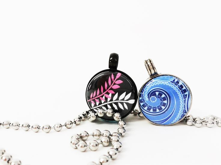 tLb Interchangeable Jewellery  Spring button & Paisley Button set in Jet & Original tLb Pendant. With mini Clip Clasp Necklace. wwwtwolyttelbuttons.co.nz