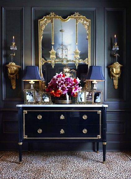 Love the black & Classic Entry and Hallway Inspiration. French Furniture. Oficina Inglesa London.. So elegant.