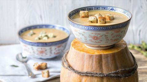 Для супа лучше выбирать не очень сладкую тыкву. Цвет супа будет зависить от сорта тыквы, …