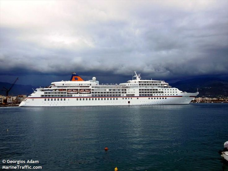 Το Europa αποπλέει από το λιμάνι της Καλαμάτας. 06/05/2014.
