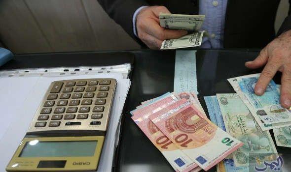 نواب يدعون روحاني إلى نشر كل المعلومات الخاصة بالعملة وسعر الصرف