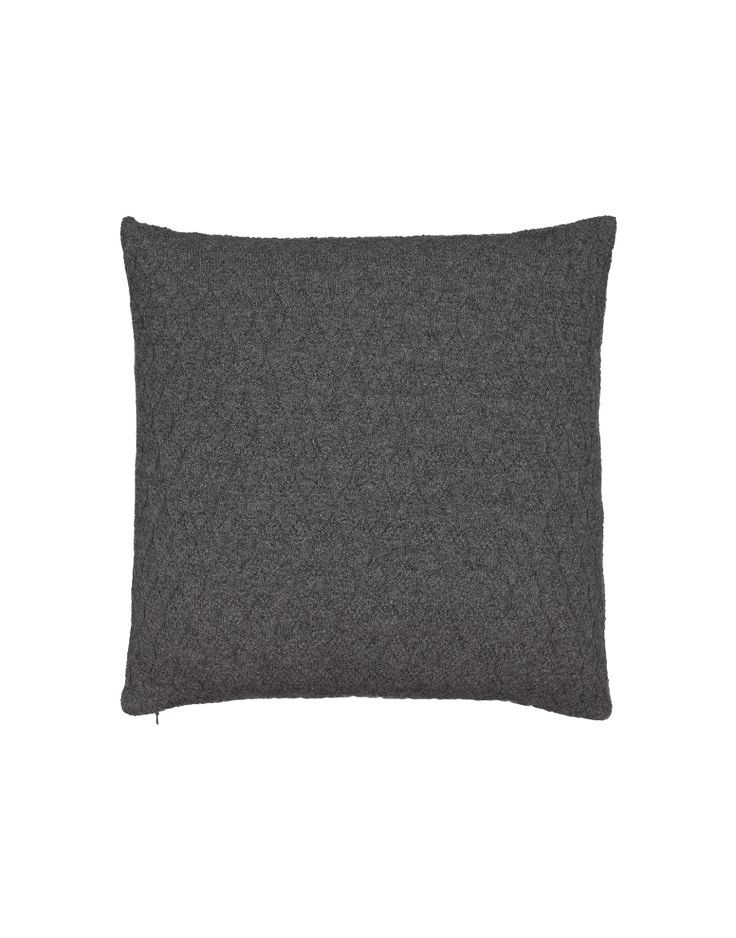 A pillow case in unique structured, rosette point knit. Made in the softest llama wool, consciously-harvested in the highlands of Bolivia. A classic aiayu piece and bestseller. Invisible zip closure at the bottom, size 50 x 50 cm.  Add filling to your basket.
