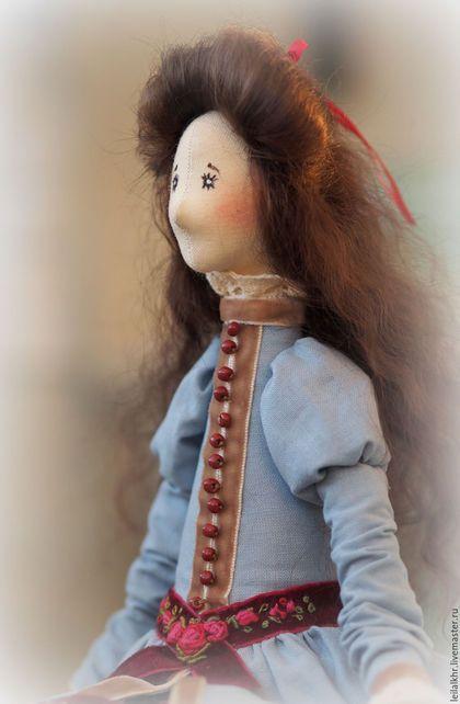 Купить или заказать Элиза в интернет-магазине на Ярмарке Мастеров. Элиза - текстильная интерьерная кукла. Самостоятельно сидит, не стоит. Наряд украшен ручной вышивкой, шляпка снимается.