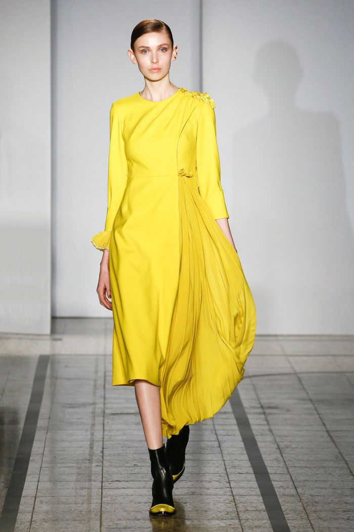 Mila Schön - look 13 CANARINO – Dress in dry wool with pleated silk fan. Organza crépon flowers on the cuff.