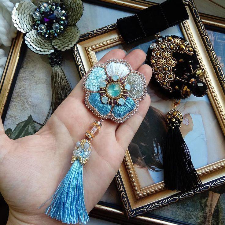 36 отметок «Нравится», 6 комментариев — Соболева Екатерина (@sobolyami) в Instagram: «Голубой цветок с кистью готов! Обшит японским бисером. Нежно голубые и серебряно-золотые тона.…»