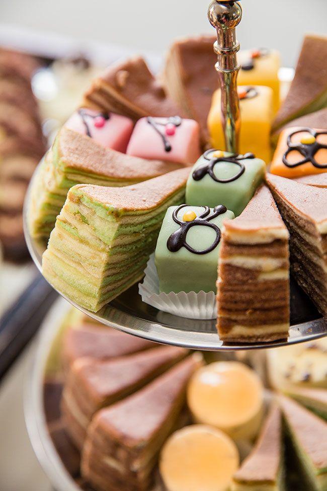 Spekkoek en petit fours kan prima op een receptie! // Fotograaf: Erwin Beckers