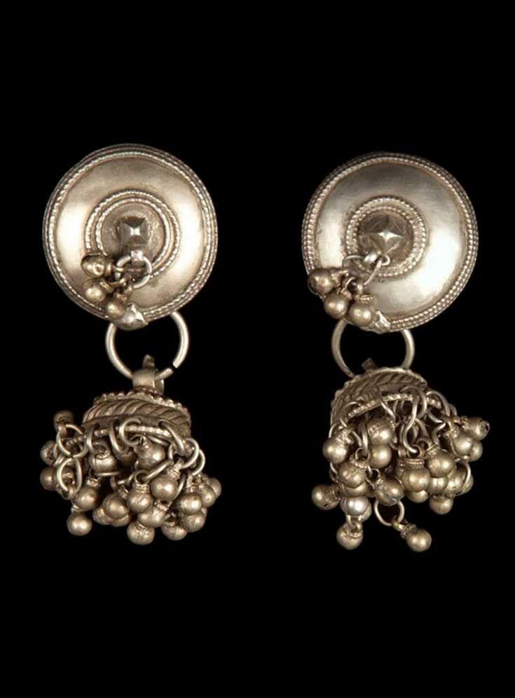 India - Gujarat, Baroda, Kavat | Pair of earrings ~ silver ~ worn by Bhil women. // ©Quai Branly Museum. 71.1971.53.249.1-2