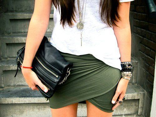 ,Green Skirts, Army Green, Skirts Style, French Fashion, Colors, Friends With Benefits, Outfit, Wraps Skirts, Style Tips