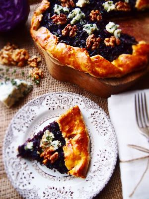Rustic winter tart made with braised red cabbage, blue cheese and walnuts on shortcrust pastry.