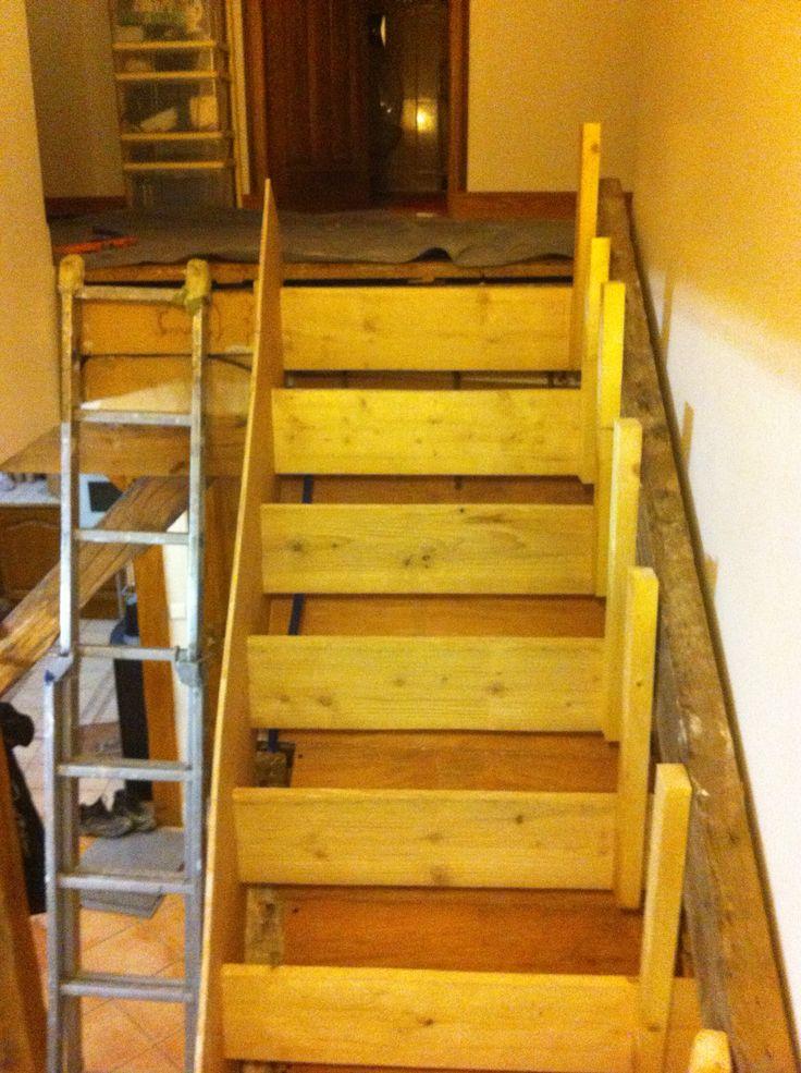rénovation d'un escalier en bois. travaux préparatoire avant le coulage de béton : coffrage et ferraillage // TEXAS Bâtiment - texasbatiment@orange.fr - Tél 01.41.81.02.90