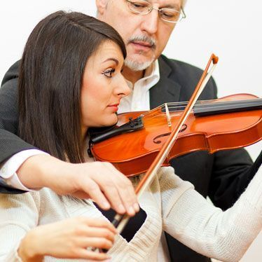 Violin students who need to enhance and perfect their bow movement should orchestrate practice exercises that will enhance their style of play.