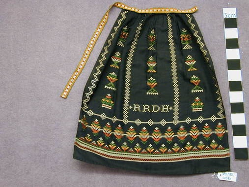 Nordfjord apron- I love the initials woven in.