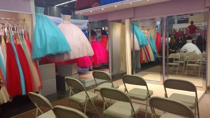 Segundo y último día #expo!  Ven y encuentra tu vestido de quince años. Estaremos hasta las 8 pm en Av. Mariano Otero 1499 te esperamos!! 👗😍❤🌸