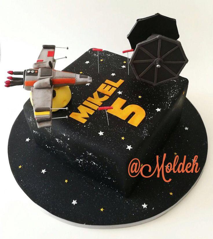 Pastel de Star Wars con nave de Poe, X Wing Fighter // Star Wars X Wing Fighter cake