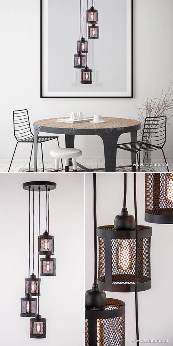 Industriele Lamp Boven Ronde Tafel.Deze 5 Lichts Hanglamp Hangt Mooi Boven Een Salontafel Of