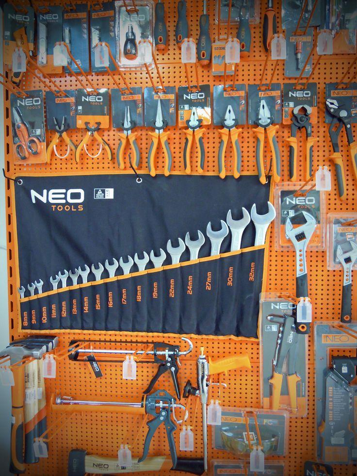 Stand cu scule și unelte de mână NEO. 25 ani garanție și 10% reducere! Disponibile pe http://www.suruburionline.ro/neo