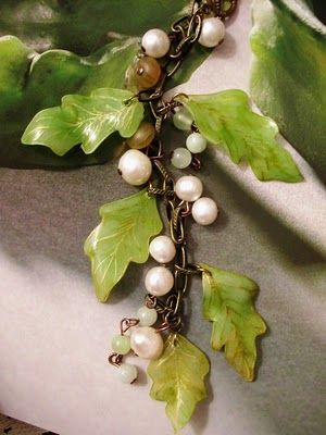 a lovely way to use shrink plastic (leaves) along with other materials (pearls, brass, agate, glass beads) in this necklace