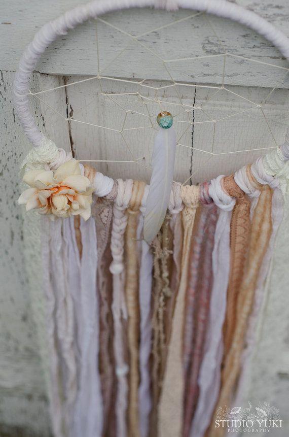 Boheemse Lace Dreamcatcher wit perzik Shabby Chic door StudioYuki