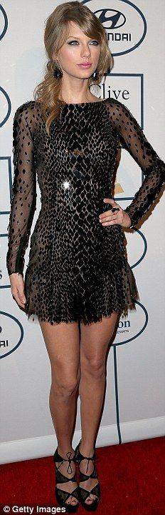 Rihanna svestita di giallo e Miley in 'peluche': il party pre Grammy | Gossip - Rumors - Scoop - News