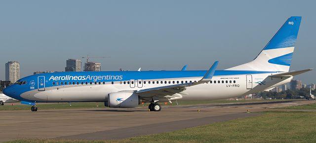 Freno a Aerolíneas Argentinas por la decisión de eliminar comisiones a las agencias de viaje   Ante la falta de diálogo del Gobierno las agencias de viajes avanzan en la Justicia.  La Federación Argentina de Asociaciones de Empresas Viajes y Turismo (FAEVyT) avanzó con la medida cautelar ante la justicia para frenar la decisión de Aerolíneas Argentinas que prevé la eliminación de las comisiones del 1% para las agencias de viajes y turismo a partir del 1 de enero del 2017 retribución que se…