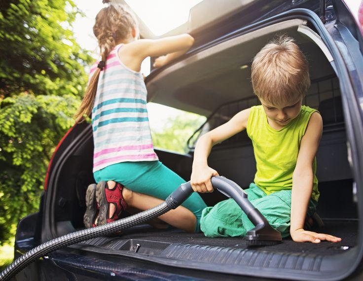 Vanaf welke leeftijd kan je je kind laten meehelpen in het huishouden? Volgens opvoedkundige Gilboa kan zelfs een dreumes al kleine klusjes doen. Deze klusjes passen bij de leeftijd van kinderen.