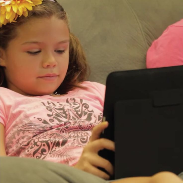 CAN TOO MUCH SCREEN TIME affect young children's eyes? Here's what you need to know to prevent your kids from experiencing digital eye strain!