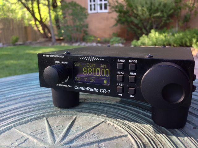 Ouvindo minha CommRadio CR-1 durante as férias em Taos, Novo México.Mas é rádio de ondas curtas mesmo relevante na era da Internet?