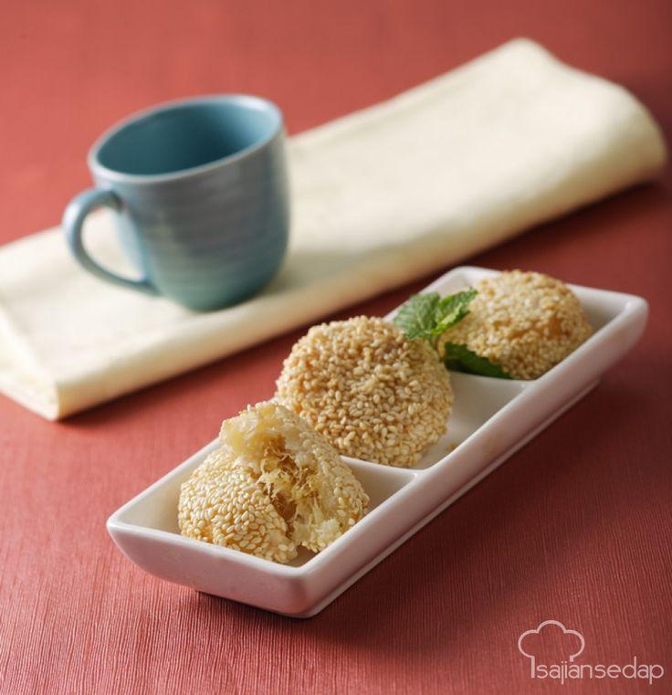 Cobro biasanya diisi oncom. Untuk berbuka kali ini, yuk kita isi dengan yang manis, seperti unti yang terbuat dari parutan kelapa dan gula merah. Sajikan Comb selagi hangat agar kelezatannya maksimal
