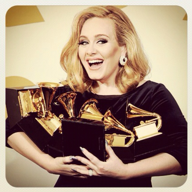 Adele with her 6 Grammys.