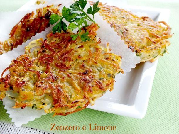 Le gallette di patate sono delle frittatine (senza uovo) velocissime e buonissime insaporite da un fantastico trito di prezzemolo e aglio.