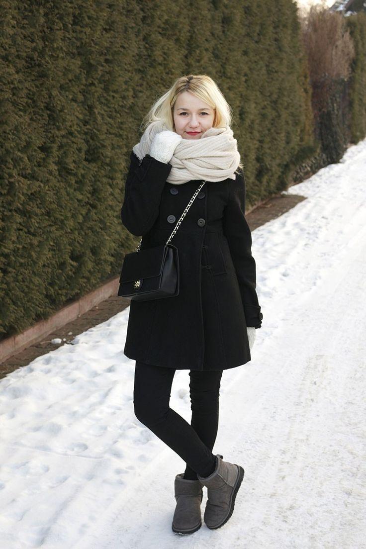 Зимний образ шерстяное пальто и угги Winter outfit: wool coat and ugg #style #streetstyle #fashion #minimalism #capsulewardrobe #torebkakazar #ugaustralia #bigscarf #мода #стиль #стильныйобраз #зимнийобраз #зимнийгардероб #черноепальто #угги #счемноситьугги #стильныйнаряд #минимализм #блондинка #блонд  #большойшарф