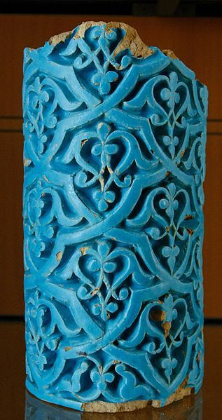 Fragment of a column. Earthenware with moulded decoration under turquoise glaze, Timurid art, 1st half of the 15th century