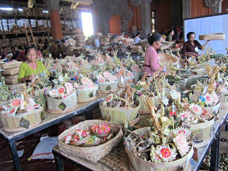 Marché des offrandes Bali blog voyage Trace ta Route www.trace-ta-route.com http://www.trace-ta-route.com/escapade-bali/ #tracetaroute #bali #indonesie #offrandes #offerings