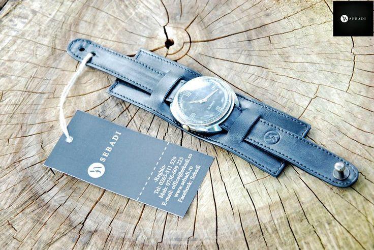 Curea pentru ceas din piele naturala 2 -negru  -protectie pentru spatele ceasului detasabila -captusit cu piele bleumarin -inchizatoare metalica nichel innegrit -cusut cu ata neagra  PRET: 100 lei