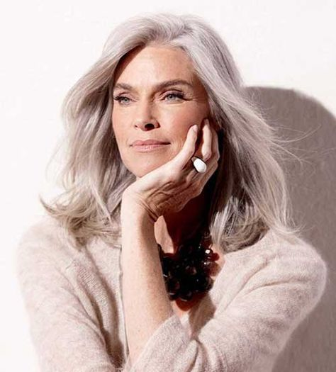 Don't get the short haircuts for grandmas, be modern and chic with theseStylish Haircuts for Older Womeninspirations!Women over 50doesn't have to sport.