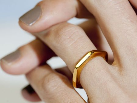I love this as a wedding band. simplicity #details #ring #gold: Colors Combos, Nude Nails, Hexagons Rings, Nails Colors, Gold Rings, Jewelry, Wedding Rings, Nails Polish Colors, Rose Gold