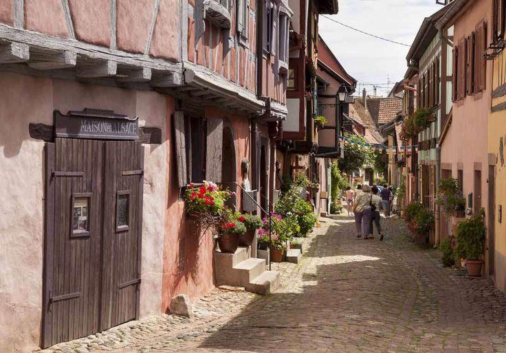 On révise ses cours d'histoire depuis l'ère paléolithique dans l'un des plus beaux villages de Franc... - Getty