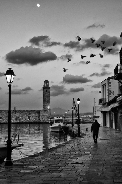 Early evening walk in the old port | Flickr –  This photo has been taken at the Old Venetian port in the Old Town of Rethymno